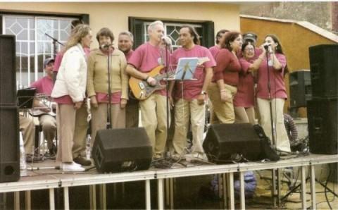 Ens mostra L´Orquestra Bona Sort actuant a una de les places de Malgrat de Mar en els actes del Dia de la Salut Mental 2008.